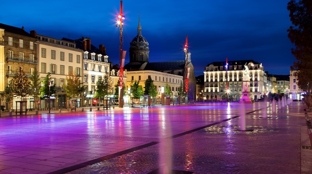 Place de Jaude montrant scènes de nuit, ville et square ou place