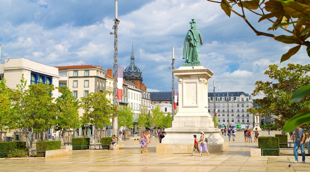 Place de Jaude montrant statue ou sculpture, square ou place et monument