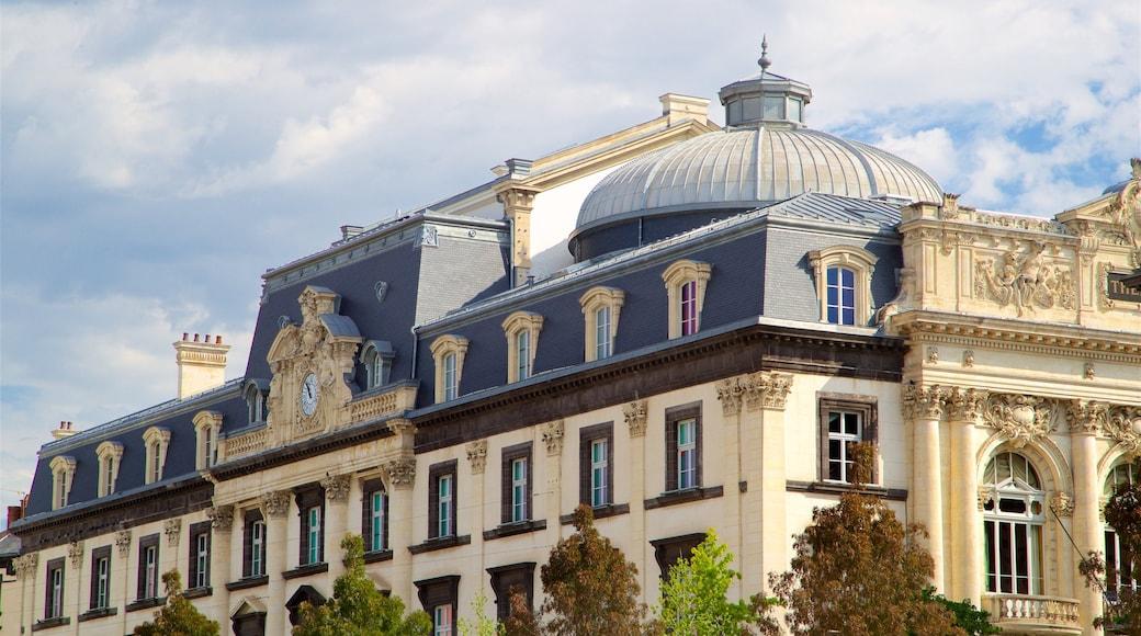 Place de Jaude qui includes patrimoine architectural