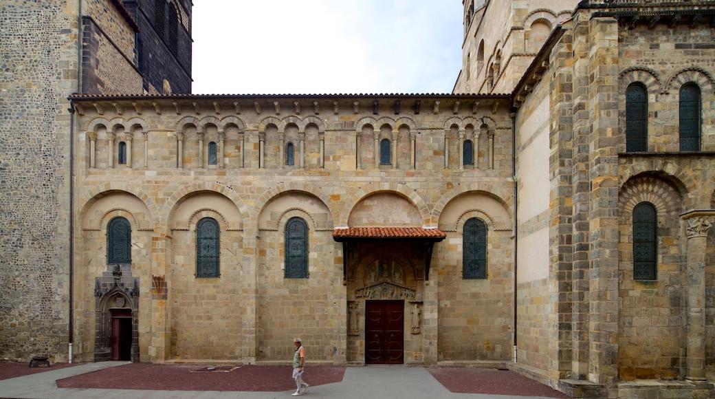 Basilica of Notre-Dame-du-Port qui includes patrimoine architectural aussi bien que homme