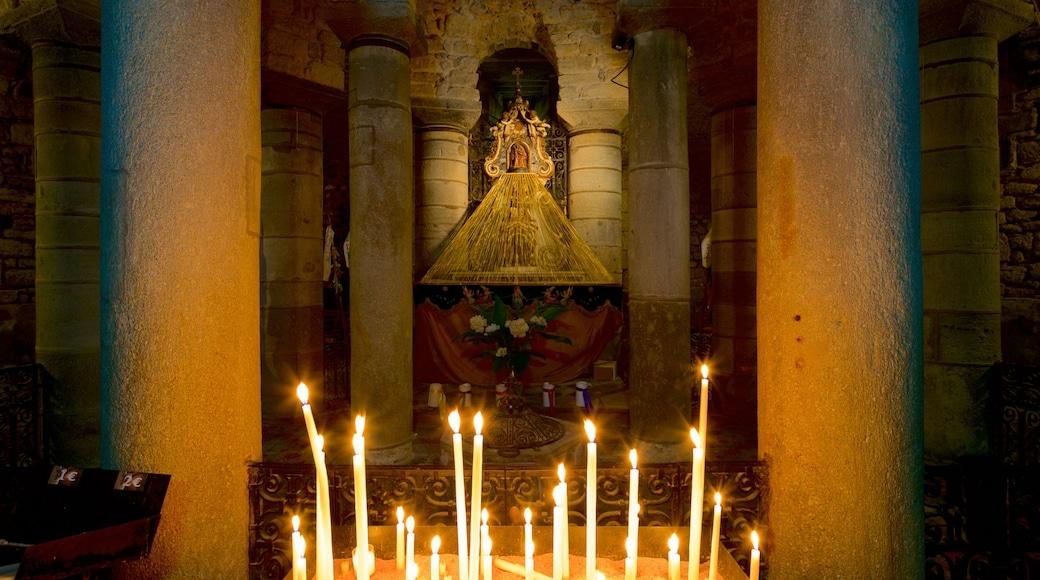 Basilica of Notre-Dame-du-Port montrant église ou cathédrale, patrimoine historique et vues intérieures
