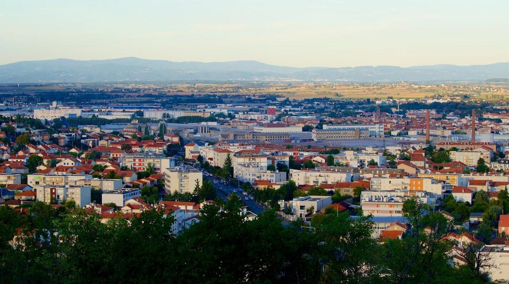 Montjuzet Park qui includes ville et panoramas