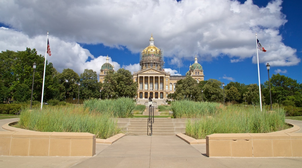 Iowa State Capitol Building which includes a park and heritage architecture