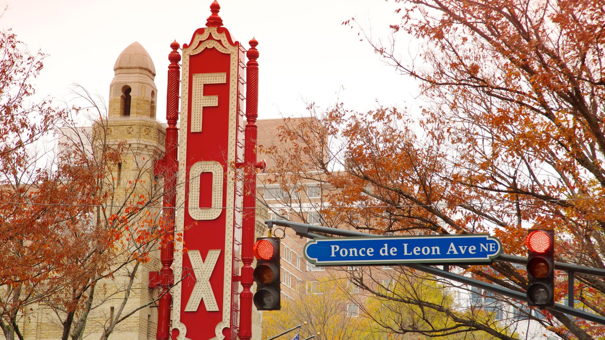 在福克斯剧场欣赏一场秀,这是亚特兰大一座有着悠久历史的剧院。 在当地时,可以观看一场体育赛事或去热闹的酒吧感受一番。
