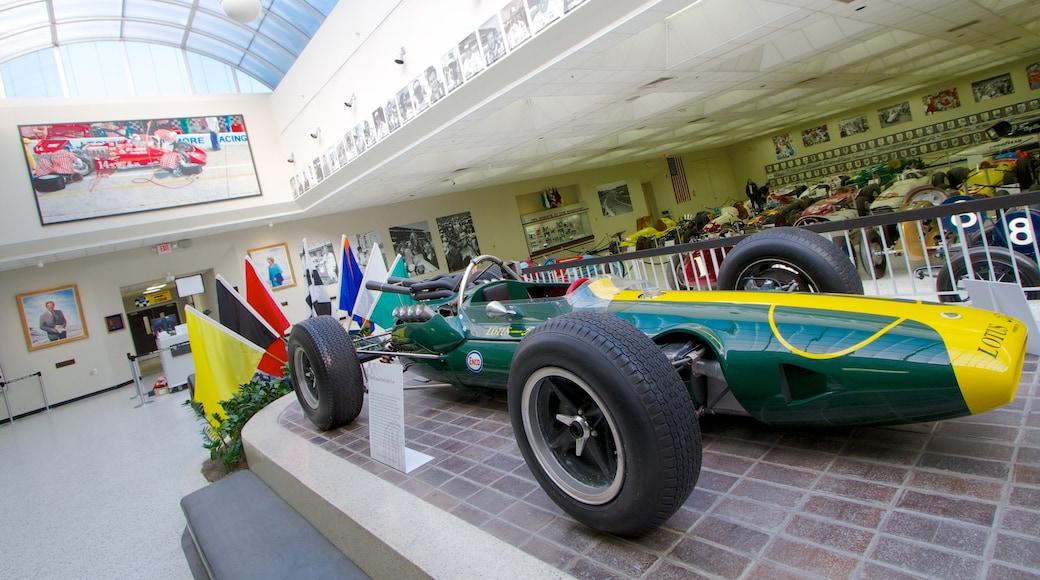 Circuit automobile d\'Indianapolis qui includes vues intérieures