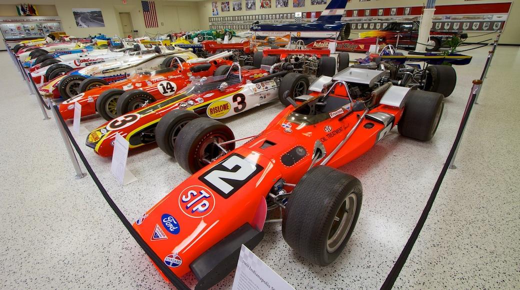 Circuit automobile d\'Indianapolis mettant en vedette vues intérieures