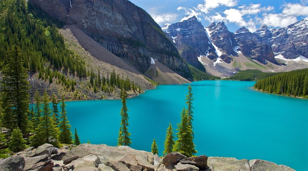 Banff National Park showing mountains, landscape views and a lake or waterhole