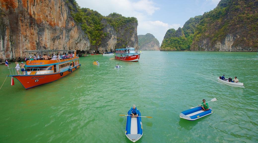 Ao Phang Ngan kansallispuisto johon kuuluu maisemat, kajakkimelonta tai melonta ja vuoret