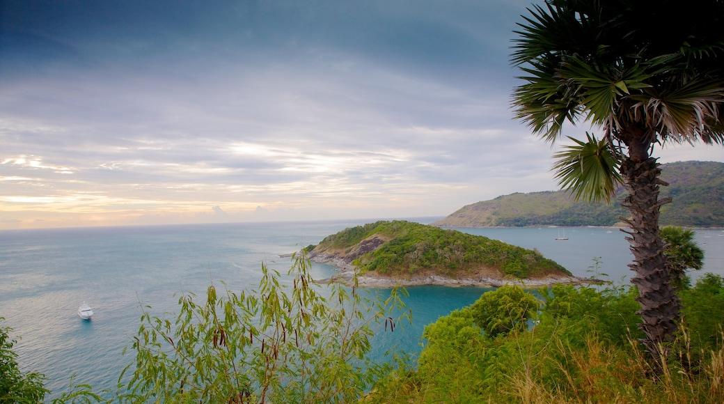 แหลมพรหมเทพ เนื้อเรื่องที่ รูปเกาะ, วิวทิวทัศน์ และ ชายฝั่งทะเล