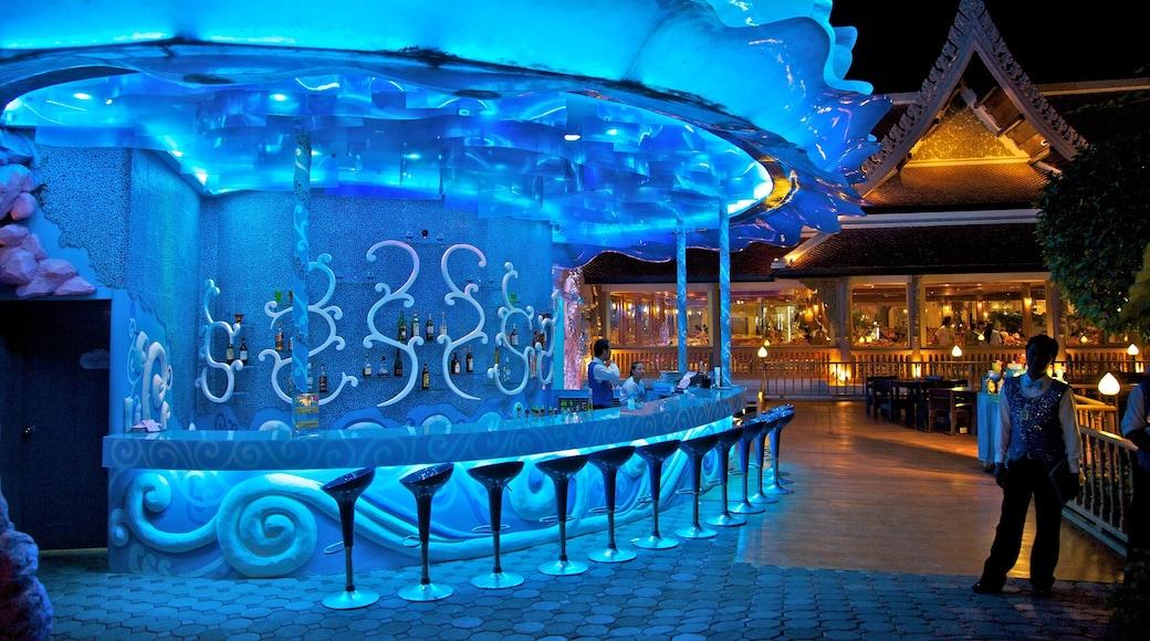 Phuket Fantasea mettant en vedette vie nocturne, balades et scènes de nuit