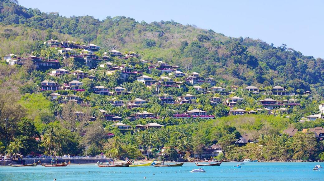 卡馬拉海灘 其中包括 海灣或海港, 山水美景 和 划船