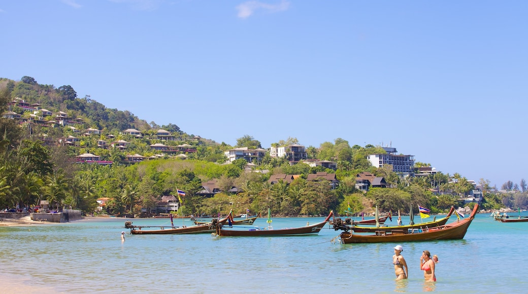 卡馬拉海灘 呈现出 划船, 綜覽海岸風景 和 海邊城市