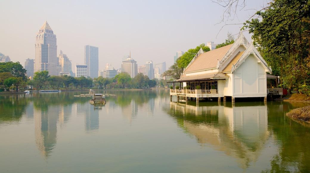 สวนลุมพินี ซึ่งรวมถึง วิวทิวทัศน์, เมือง และ การพายเรือ