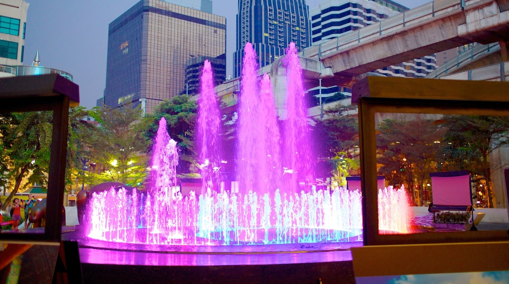 Erawan Shrine which includes a city and a fountain
