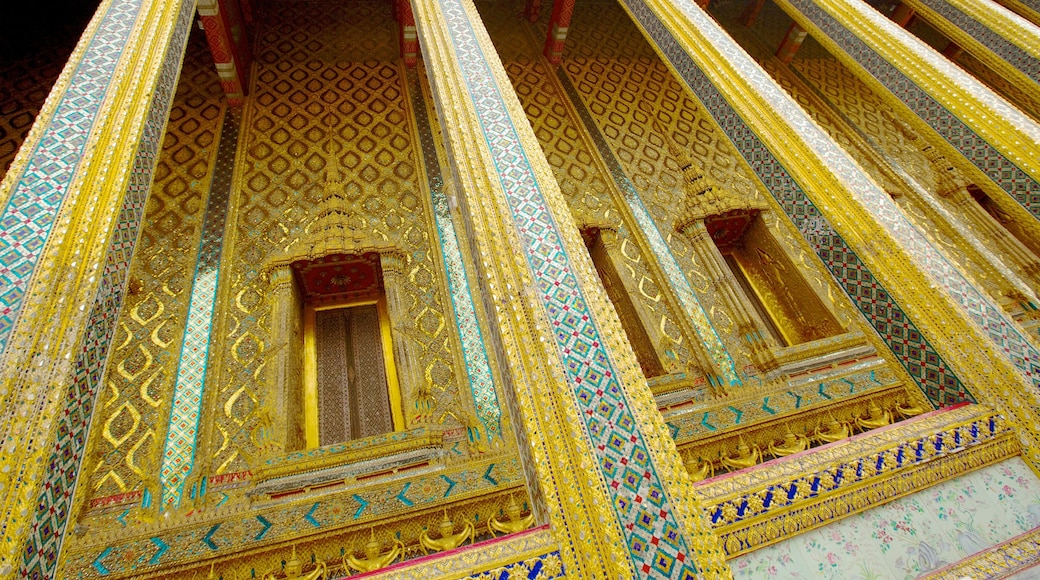 Temple of the Emerald Buddha which includes a temple or place of worship, religious aspects and interior views