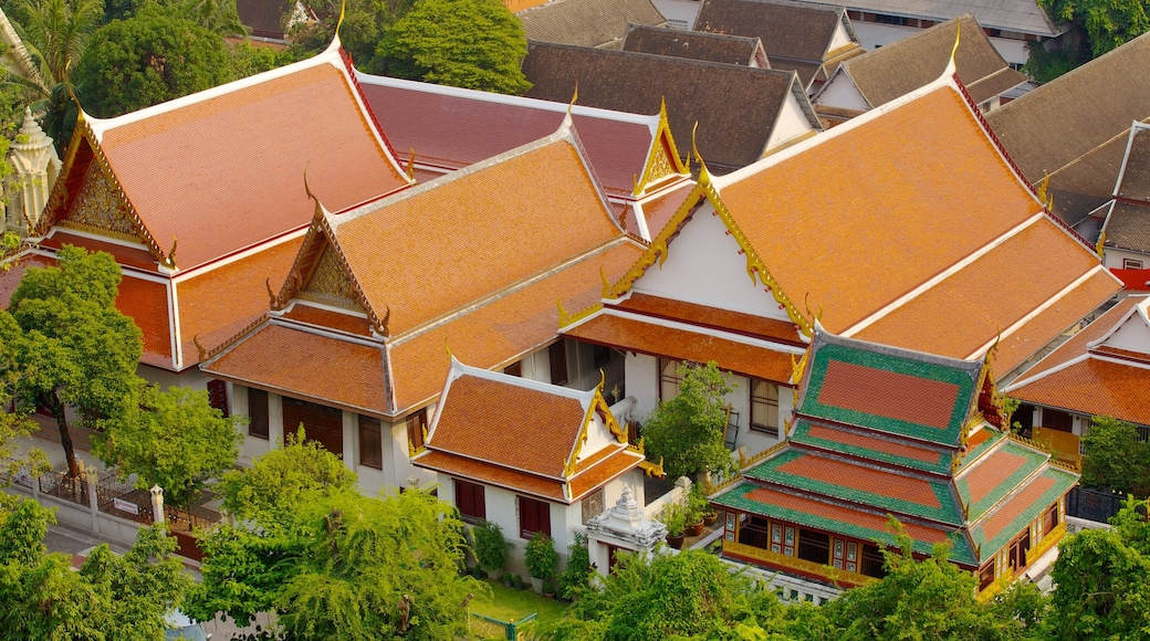 Wat Saket showing a small town or village and heritage architecture