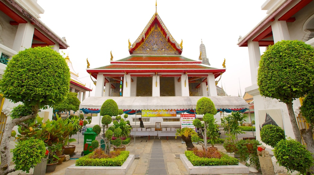 Wat Arun showing a temple or place of worship and heritage architecture