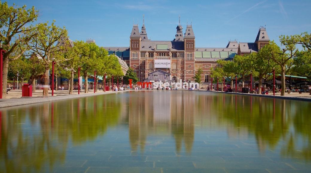 Rijksmuseum, Amsterdam, Nederland som inkluderer utsikt, dam og by
