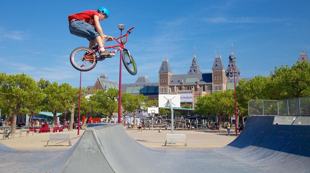 Rijksmuseum che include città, bicicletta e evento sportivo