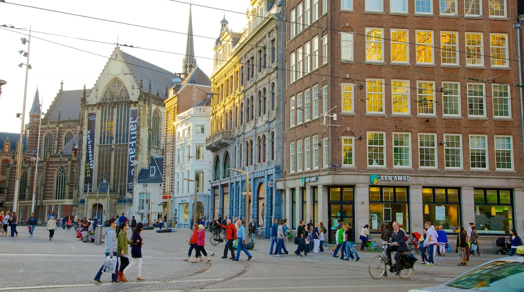 Dam Square which includes street scenes and a city as well as a large group of people