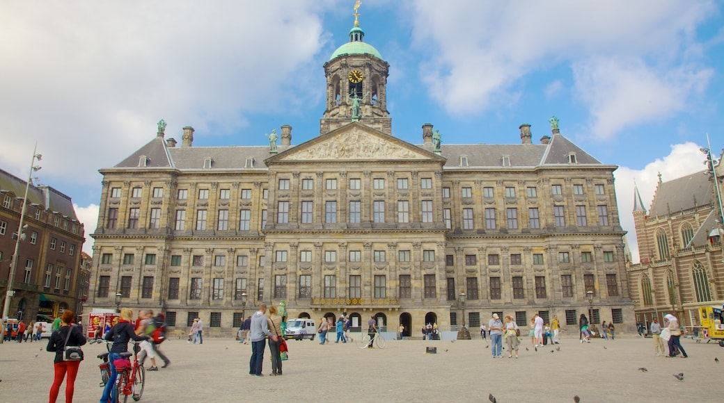 Dam Square showing heritage architecture, chateau or palace and an administrative buidling