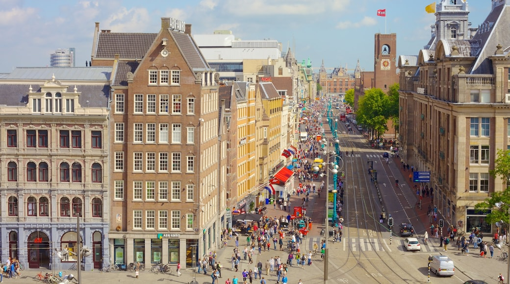 Dam Square showing a city, heritage architecture and street scenes