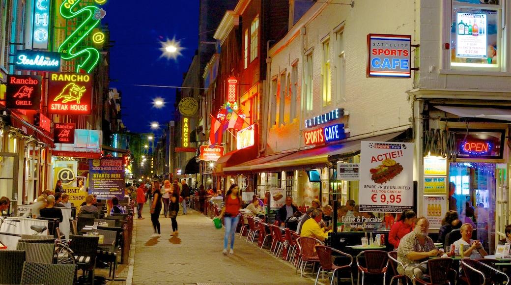 Leidseplein som visar restauranger, nattliv och en stad