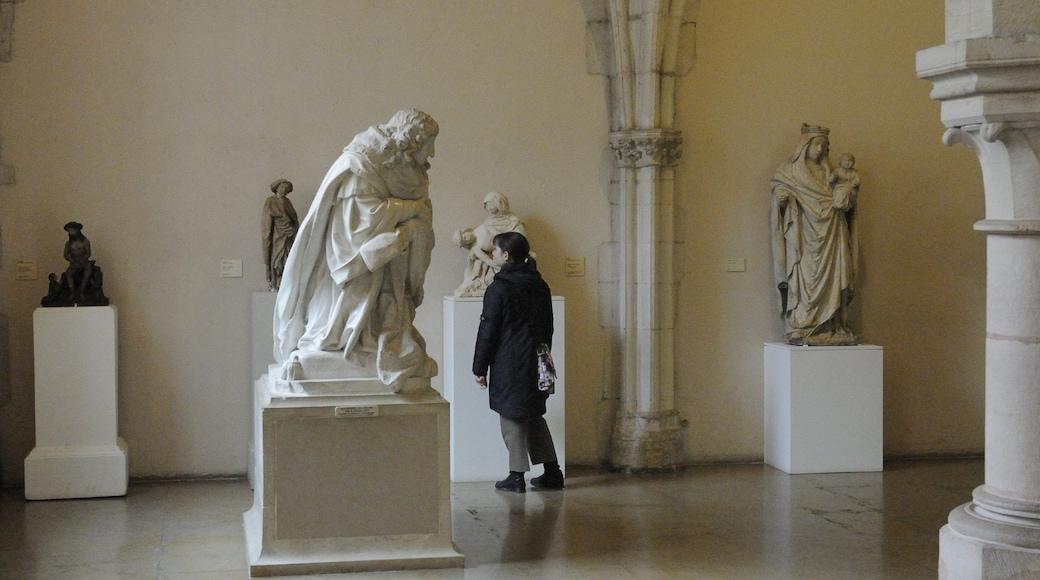 Dijon featuring sisäkuvat, taide ja patsas tai veistos