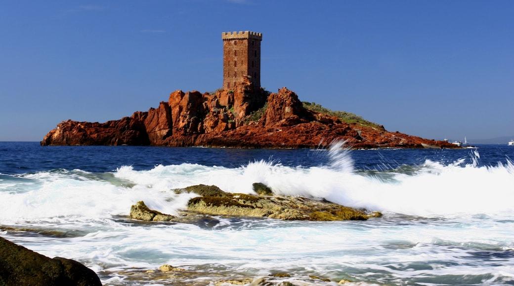 Saint-Raphael showing island images, landscape views and rugged coastline