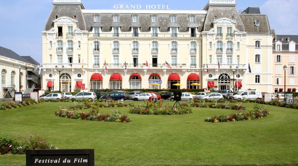 Cabourg qui includes hôtel