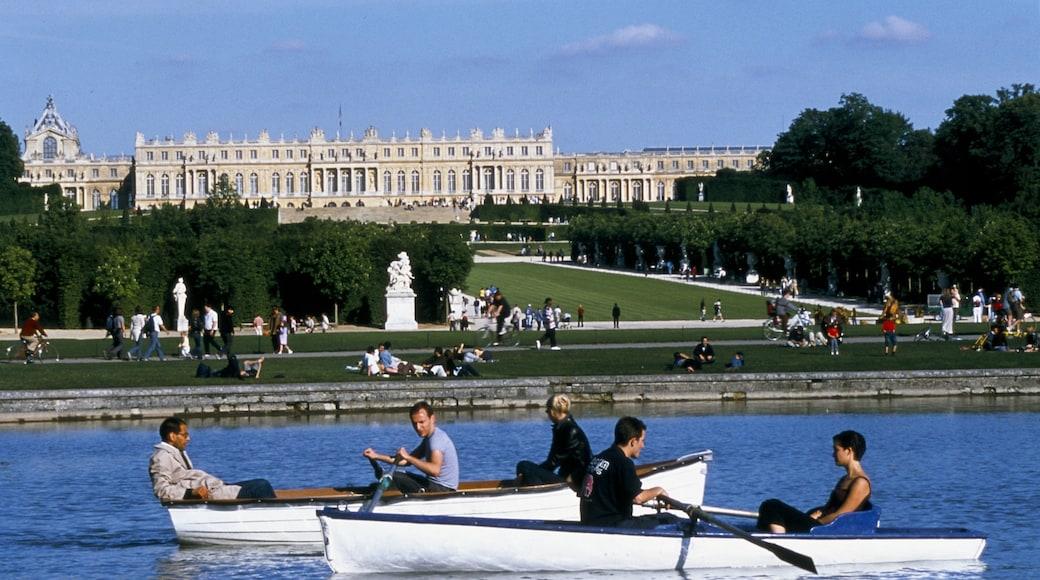 Versailles welches beinhaltet Fluss oder Bach, Kajak- oder Kanufahren und Burg