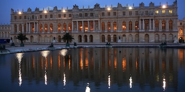 Versailles featuring night scenes, heritage architecture and a city