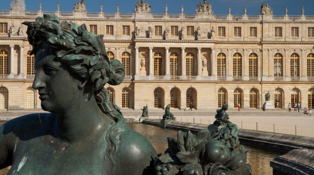 Versailles welches beinhaltet Outdoor-Kunst und Statue oder Skulptur