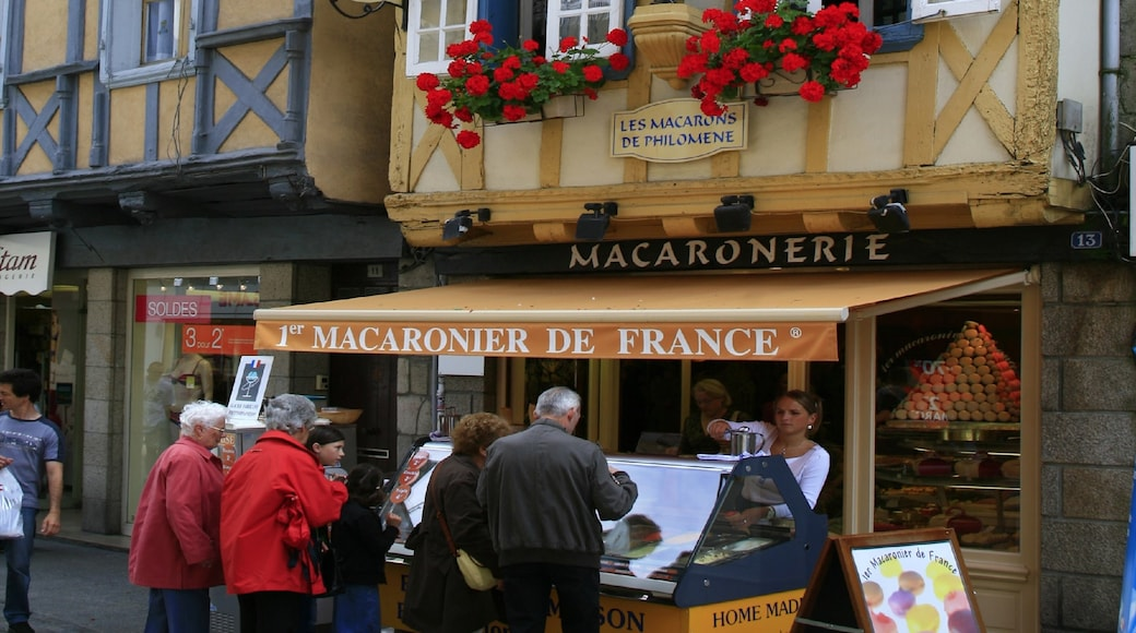 Quimper which includes signage, street scenes and a city
