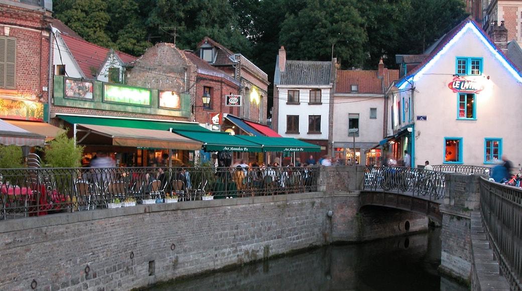 Amiens qui includes scènes de rue, rivière ou ruisseau et sortie au restaurant