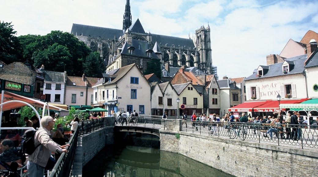 Amiens montrant scènes de rue, église ou cathédrale et pont