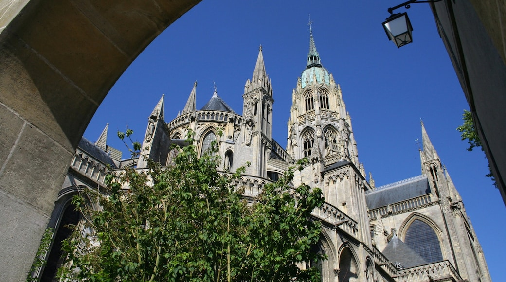 Bayeux showing heritage architecture, a city and a church or cathedral