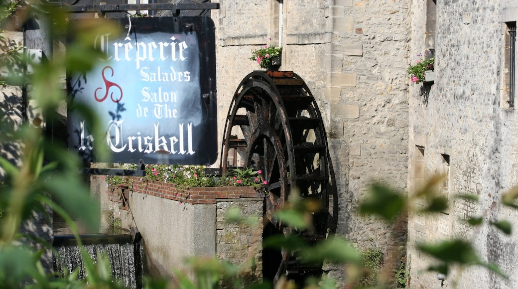 Bayeux featuring signage