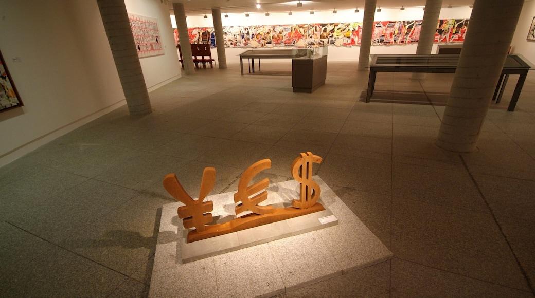 Epinal mettant en vedette vues intérieures et art