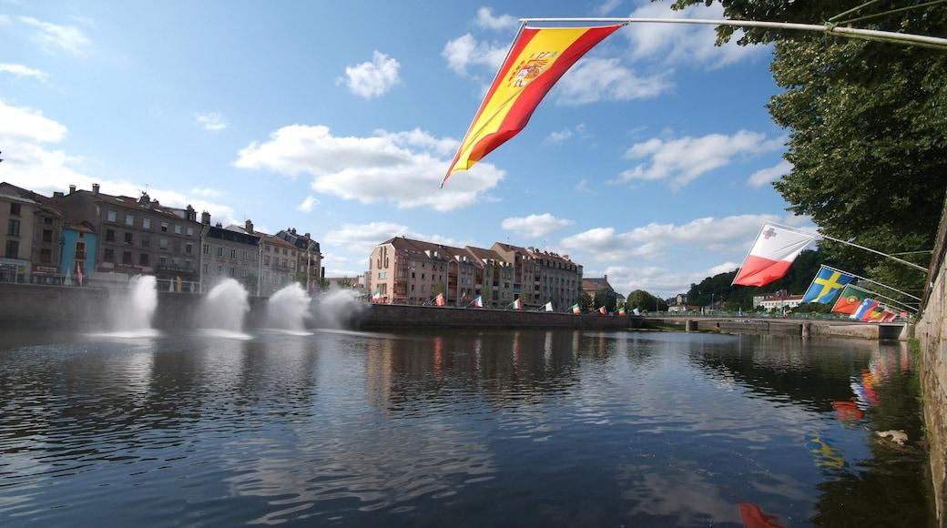 Epinal qui includes ville, rivière ou ruisseau et patrimoine architectural