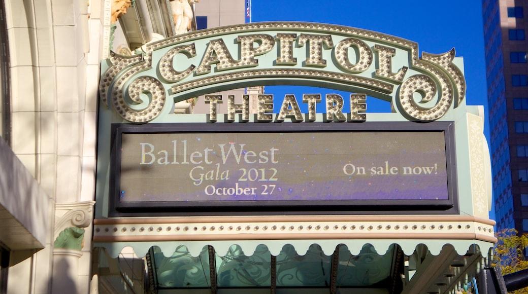 Capitol Theater ofreciendo acciones artísticas, escenas de teatro y señalización