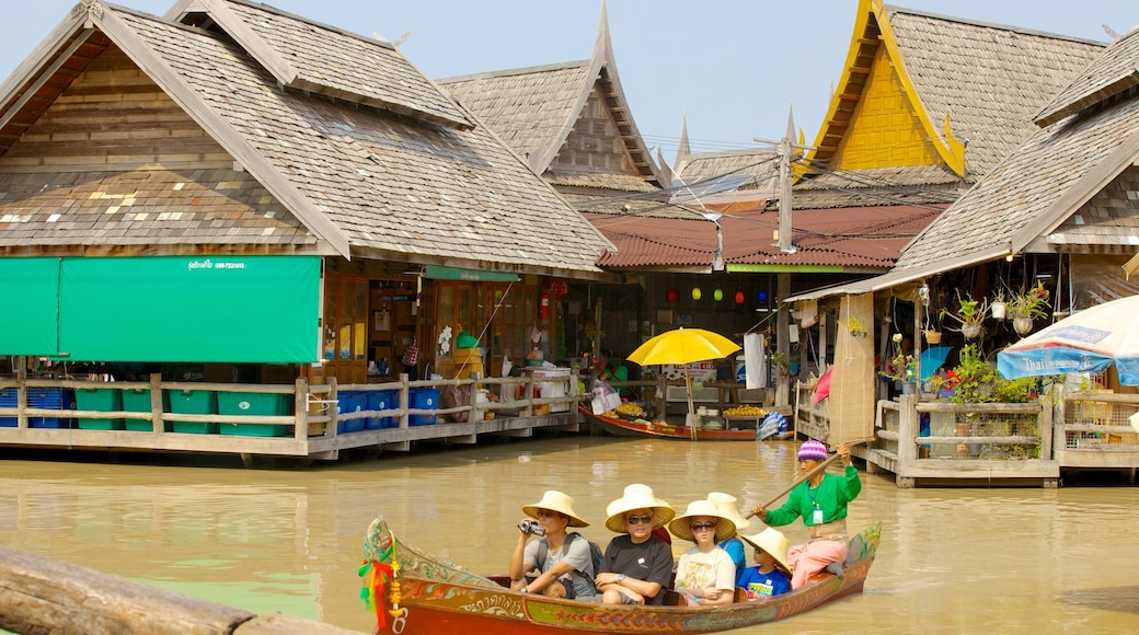 Pattaya Floating Market showing markets and boating