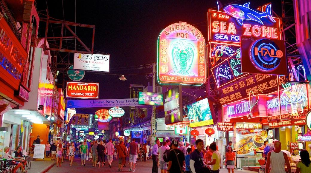 步行街 呈现出 夜景, 指示牌 和 街道景色