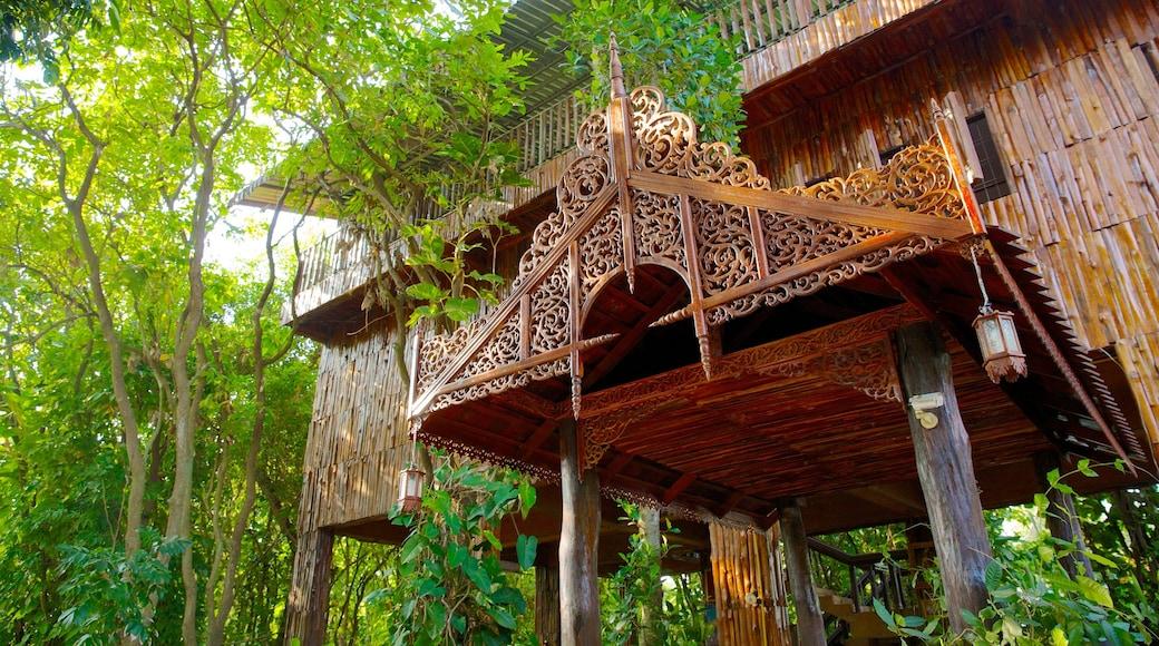 หมู่บ้านช้างพัทยา เนื้อเรื่องที่ มรดกทางสถาปัตยกรรม และ เมืองหรือหมู่บ้านเล็กๆ