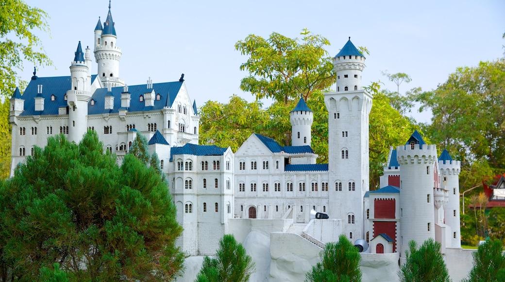 เมืองจำลอง ซึ่งรวมถึง ปราสาท และ มรดกทางสถาปัตยกรรม