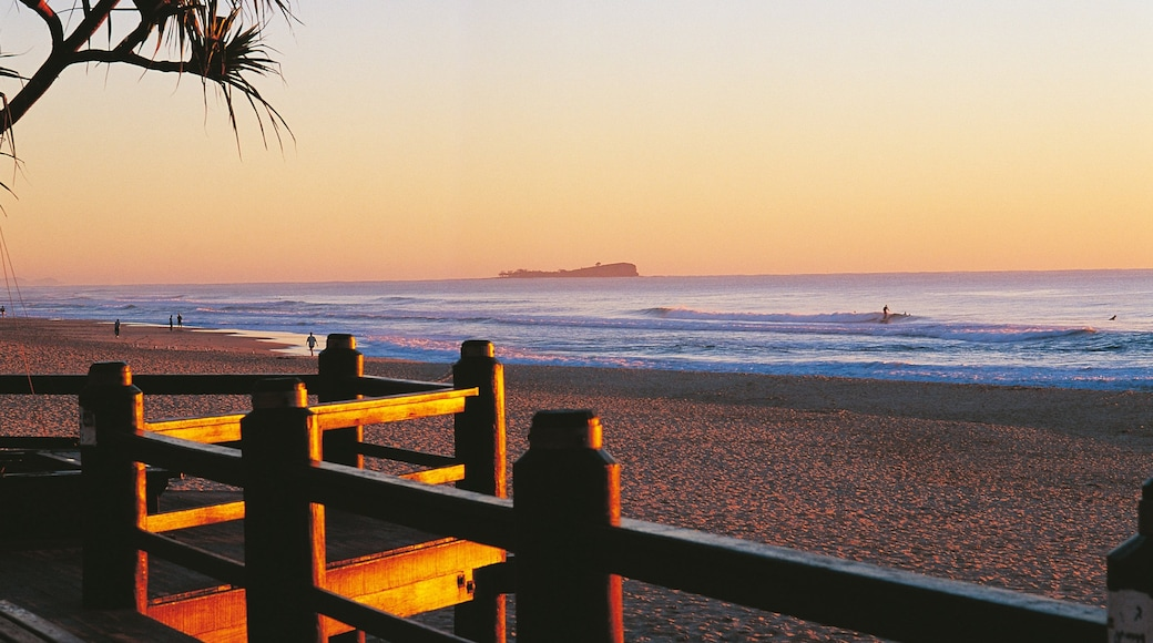 Maroochydore showing a sunset and a beach