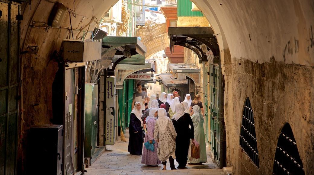 Jerusalem das einen Straßenszenen sowie kleine Menschengruppe