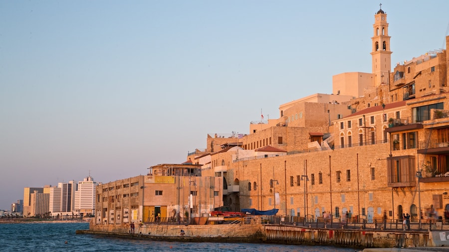 Jaffan satama featuring joki tai puro, kaupunki ja auringonlasku