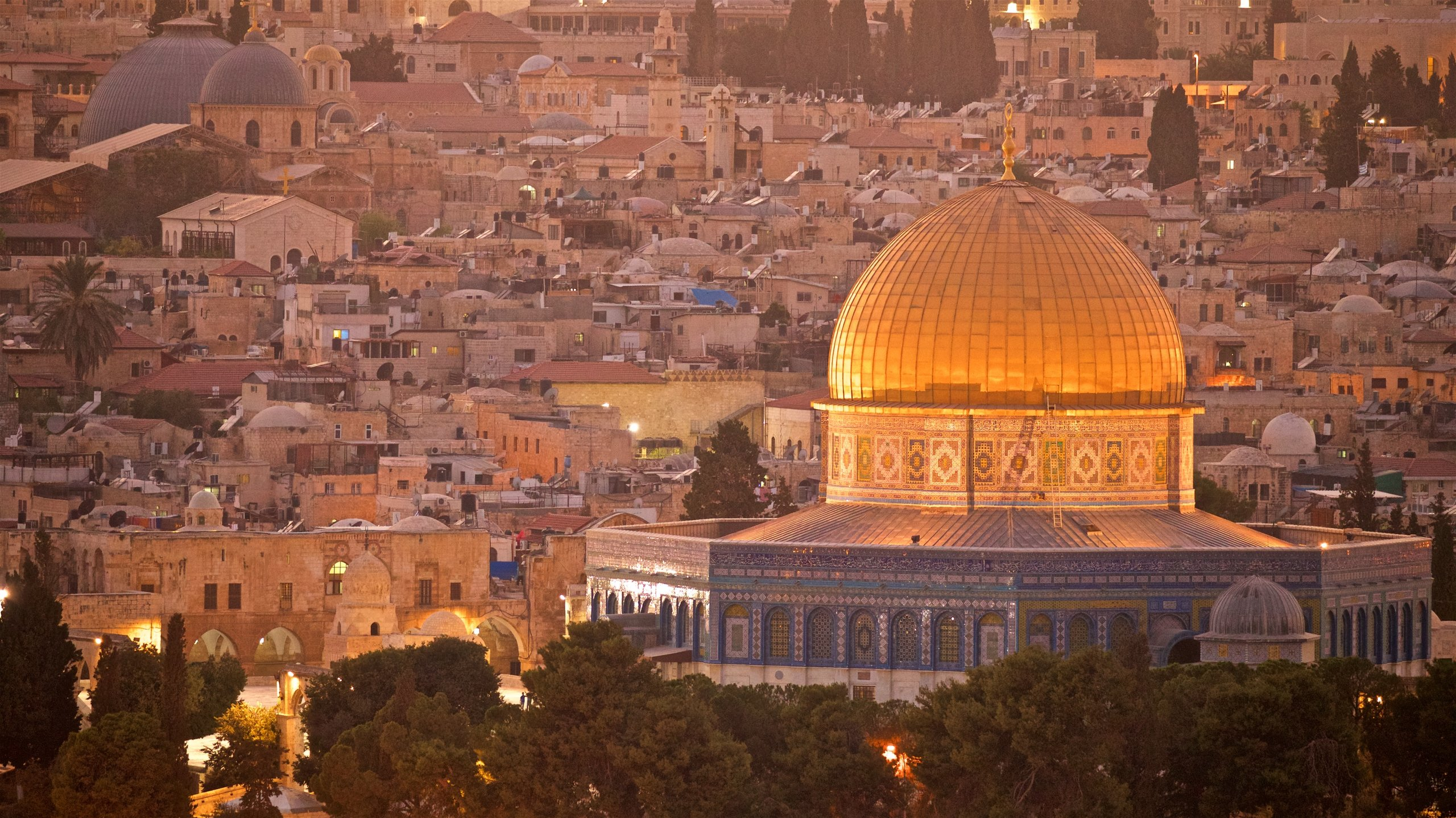 An iconic symbol of the city, this shrine topped by a gold dome is of special significance to people of Jewish, Christian and Muslim faiths.