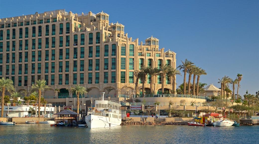 Jachthafen Eilat welches beinhaltet Luxushotel oder Resort und Bucht oder Hafen
